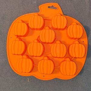Wilton pumpkin silicone mold